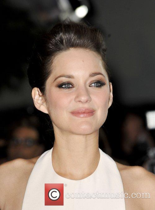 Marion Cotillard and Grauman's Chinese Theatre 1