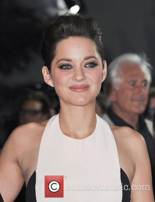 Marion Cotillard and Grauman's Chinese Theatre 3