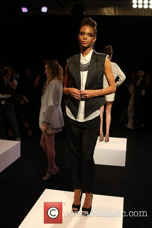 Model Australia Fashion Week - Fall/Winter 2012 -...