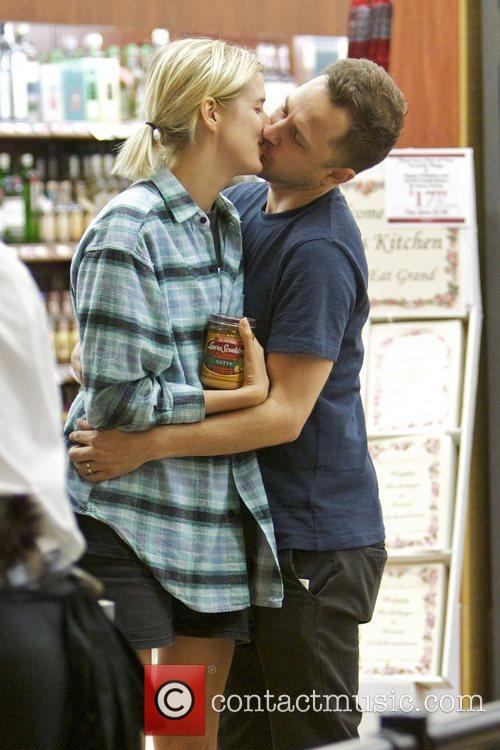 Agyness Deyn and Giovanni Ribisi 10