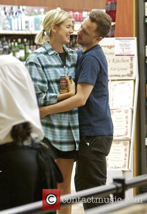 Agyness Deyn and Giovanni Ribisi 9
