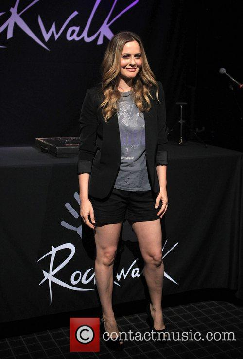 alicia silverstone alanis morissette is honoured with 5896798