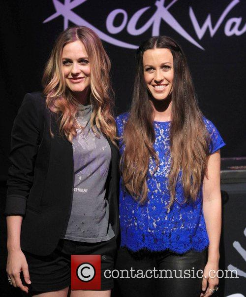 Alicia Silverstone and Alanis Morissette 4