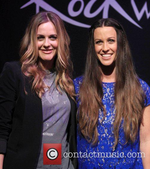 Alicia Silverstone and Alanis Morissette 5