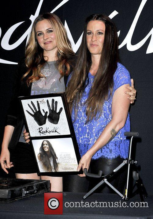Alanis Morissette and Alicia Silverstone 4