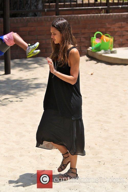 jessica alba spending time with her family 5888933