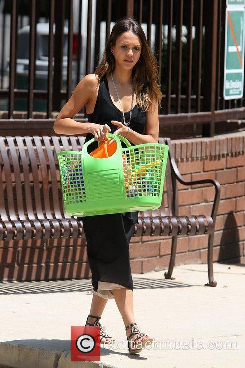 jessica alba spending time with her family 5888940