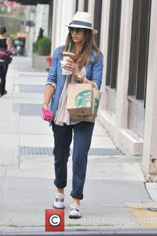 jessica alba and her family are seen 5886083