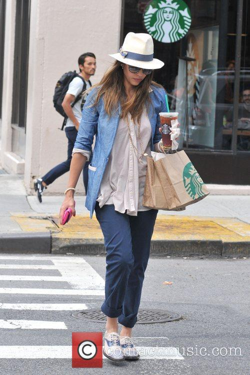 jessica alba and her family are seen 5886085