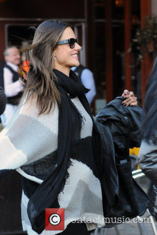 pregnant alessandra ambrosio and friends out and 3762580