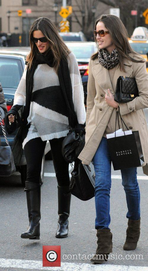pregnant alessandra ambrosio and friends out and 3762581