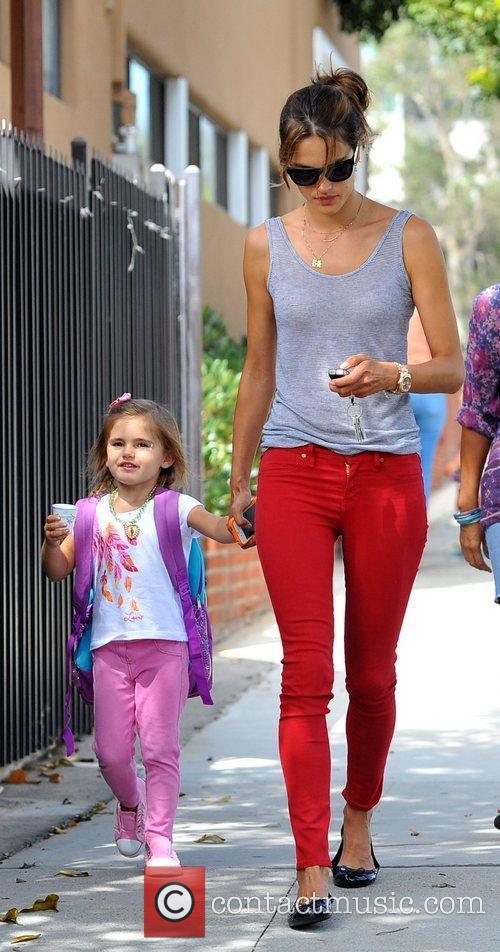 alessandra ambrosio picks up her daughter anja 4078283