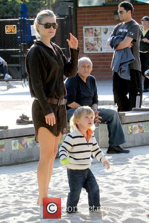 Ali Larter and Theodore Macarthur 9