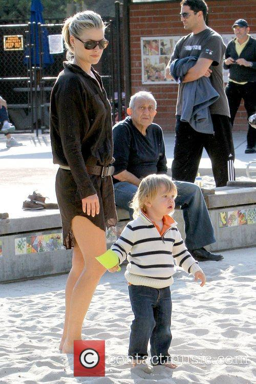 Ali Larter and Theodore Macarthur 6