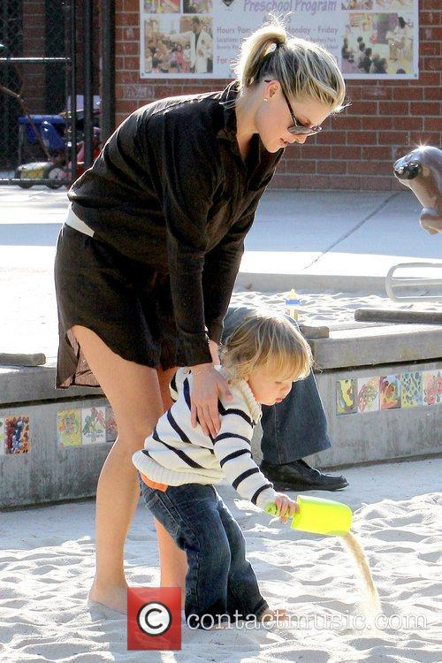 Ali Larter and Theodore Macarthur 5