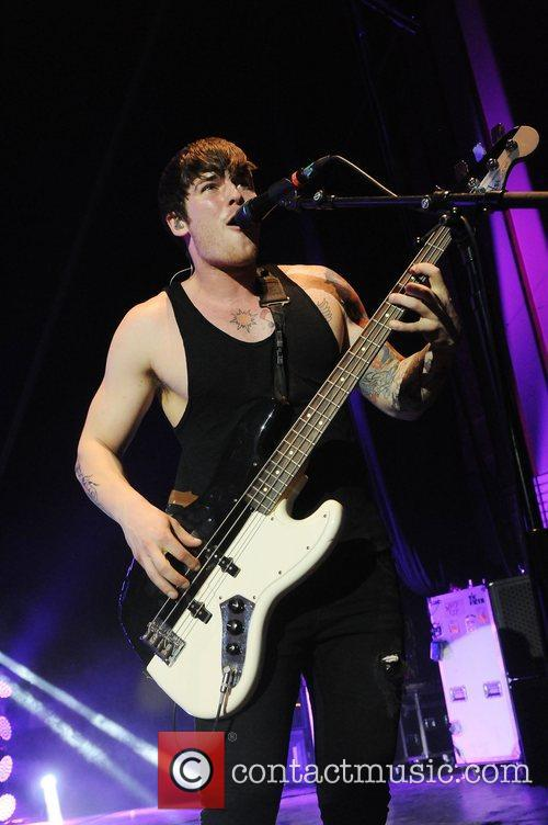 zack merrick all time low performs at 5789206