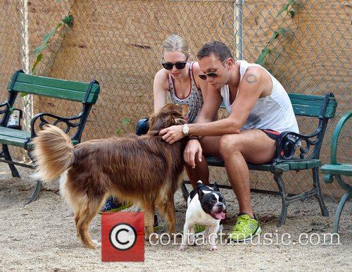 amanda seyfried takes her dog finn to 4052832