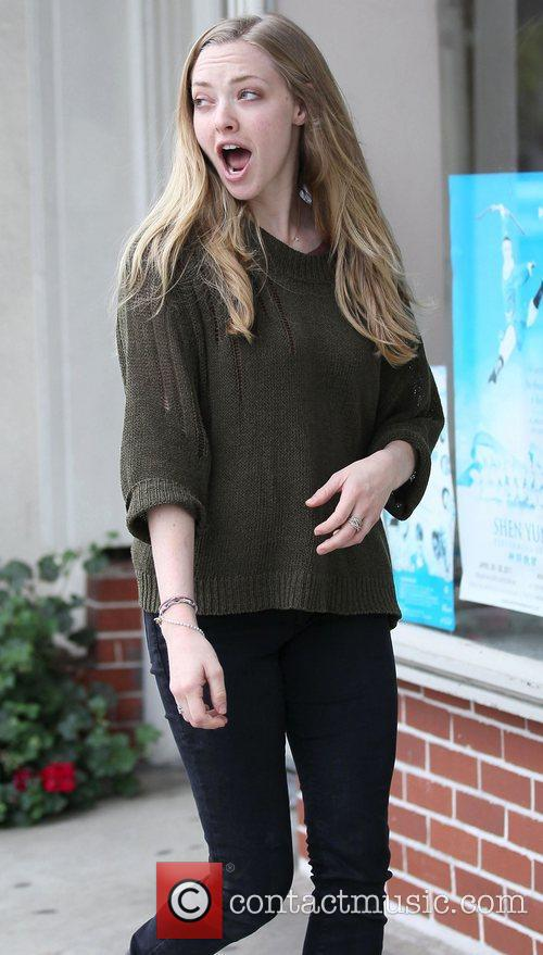 Amanda Seyfried shops for knitting supplies at Knitculture...