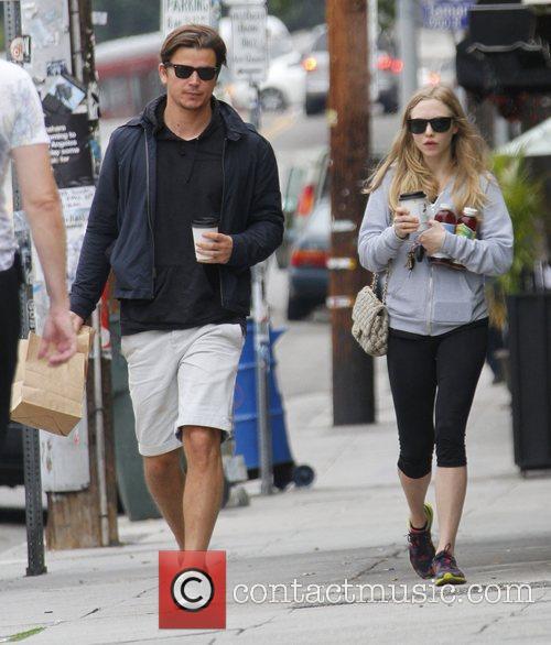 Amanda Seyfried and Josh Hartnett 2