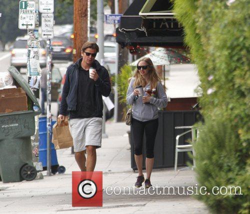 Amanda Seyfried and Josh Hartnett 3