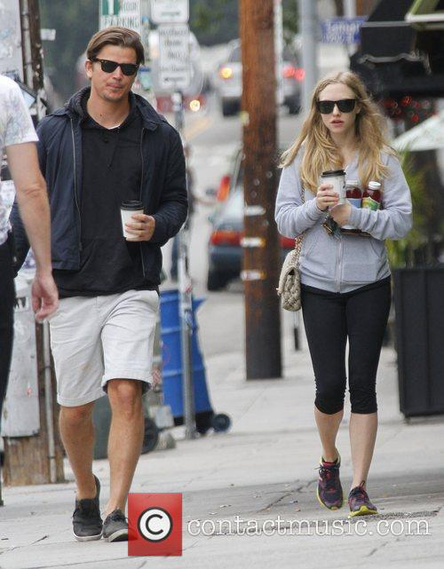 Amanda Seyfried, Josh Hartnett