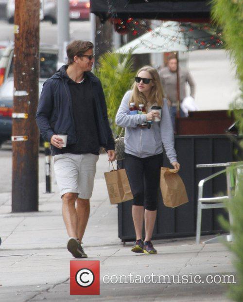 Amanda Seyfried and Josh Hartnett 5