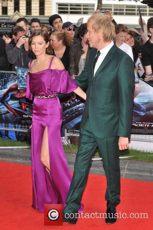 Rhys Ifans and Anna Friel 13