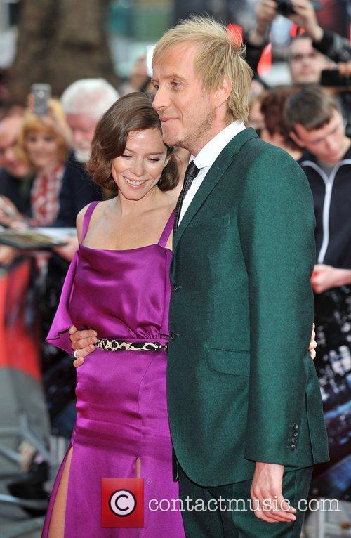 Rhys Ifans and Anna Friel 14