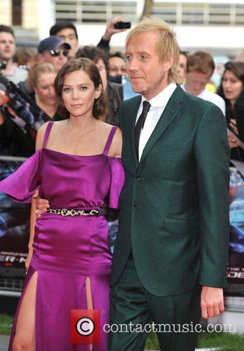 Rhys Ifans and Anna Friel 17