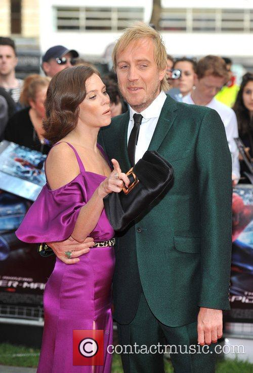 Rhys Ifans and Anna Friel 8