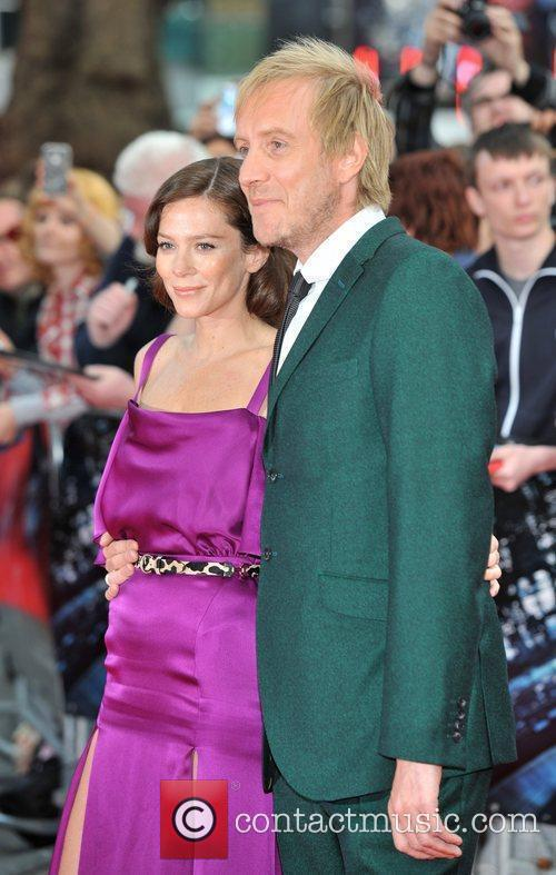 Rhys Ifans and Anna Friel 10