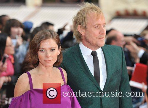 Rhys Ifans and Anna Friel 11