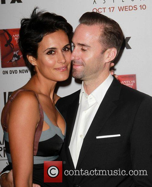 Maria Dolores Dieguez and Joseph Fiennes 7