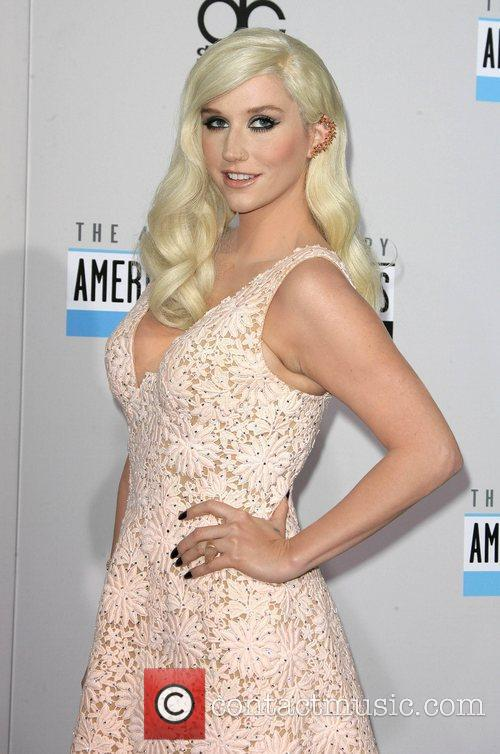 Ke$ha at the AMA Awards