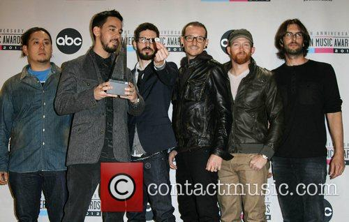 Musicians Joe Hahn, Mike Shinoda, Brad Delson, Chester Bennington, Dave Farrell, Rob Bourdon and Linkin Park 3