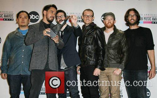 Musicians Joe Hahn, Mike Shinoda, Brad Delson, Chester Bennington, Dave Farrell, Rob Bourdon and Linkin Park 4