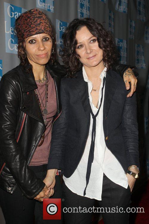 Linda Perry, Sara Gilbert and Beverly Hilton Hotel 8