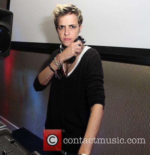 Dj Samantha Ronson and Beverly Hilton Hotel 3