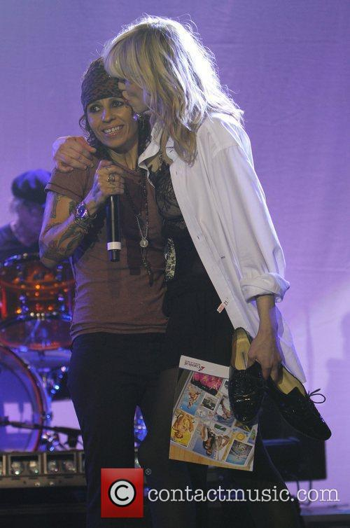 Courtney Love, Linda Perry and Beverly Hilton Hotel 2