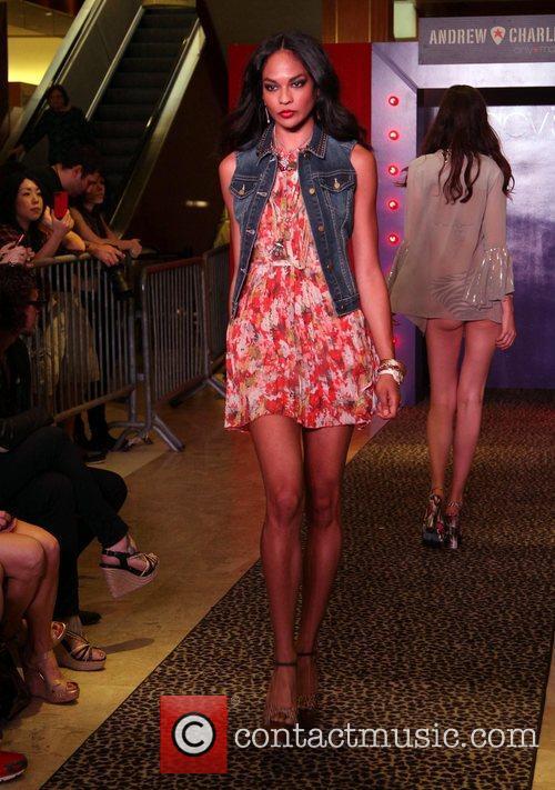 Model, Steven Tyler and Macy's 16