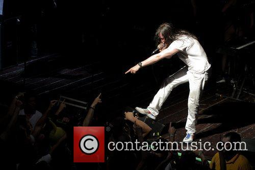 Andrew Wk and Evolution 8