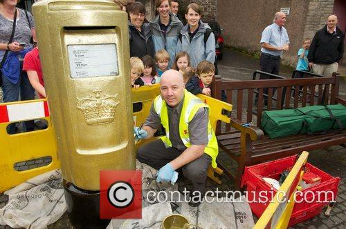 A postbox is painted gold Andy Murray's hometown...