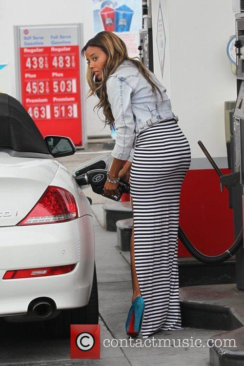 angela simmons at a gas station in 3926168