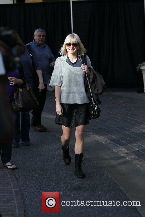Anna Faris  hanging out at The Grove...