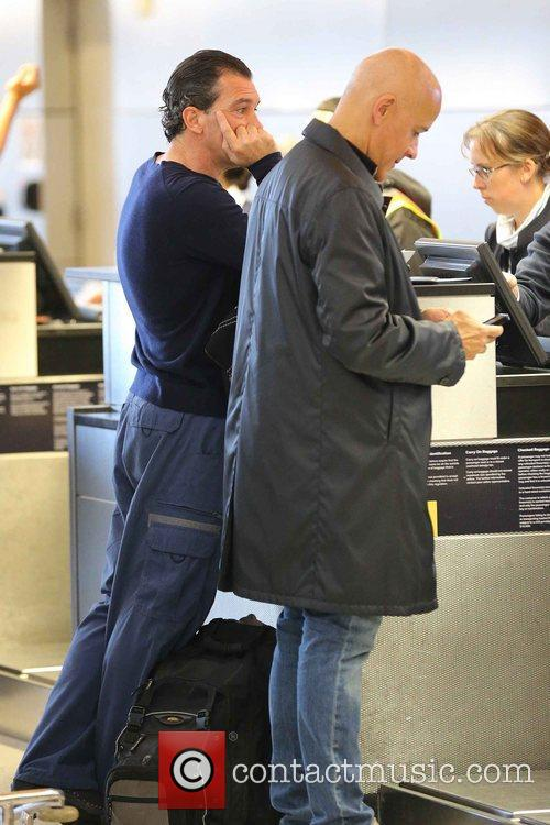 antonio banderas arrives at lax airport to 5957403