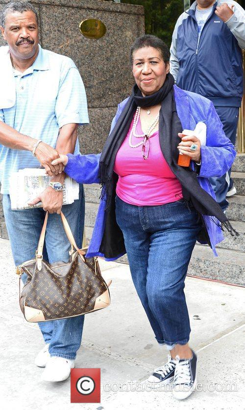aretha franklin leaves her midtown hotel new 4112042