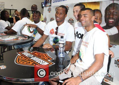 Didier Drogba, Ashley Cole and Shaun Wright-phillips 5