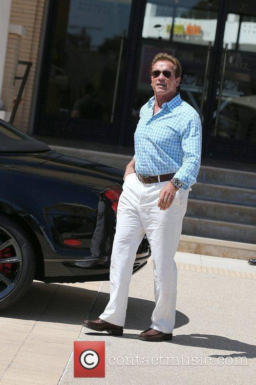 arnold schwarzenegger seen leaving barneys new york 5875892