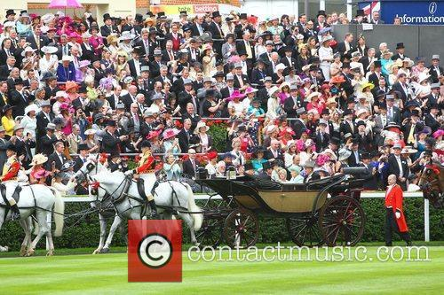 Queen Elizabeth Ii, Princess Beatrice and Royal Ascot 9
