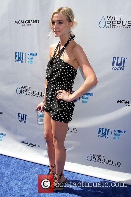 ashlee simpson hosts fiji water summer soak 5907559